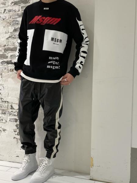 LOVELESSのシンセティックレザー サイドライン ジョガーパンツを使ったコーディネートを紹介します。|Rakuten Fashion(楽天ファッション/旧楽天ブランドアベニュー)1090041
