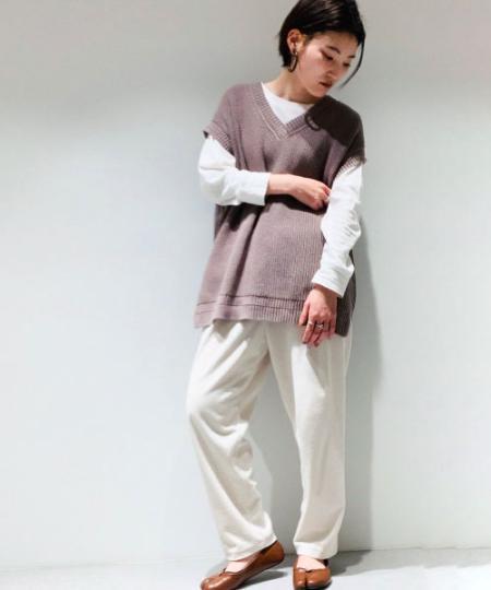 COMME CA ISMの【一部店舗限定】 オーガニックコットン ニットベストを使ったコーディネートを紹介します。 Rakuten Fashion(楽天ファッション/旧楽天ブランドアベニュー)1090300