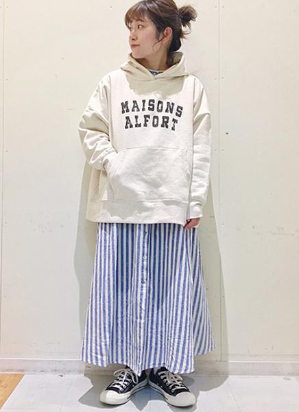 Samansa Mos2の裏起毛ロゴプリントゆるパーカーを使ったコーディネートを紹介します。|Rakuten Fashion(楽天ファッション/旧楽天ブランドアベニュー)1090480