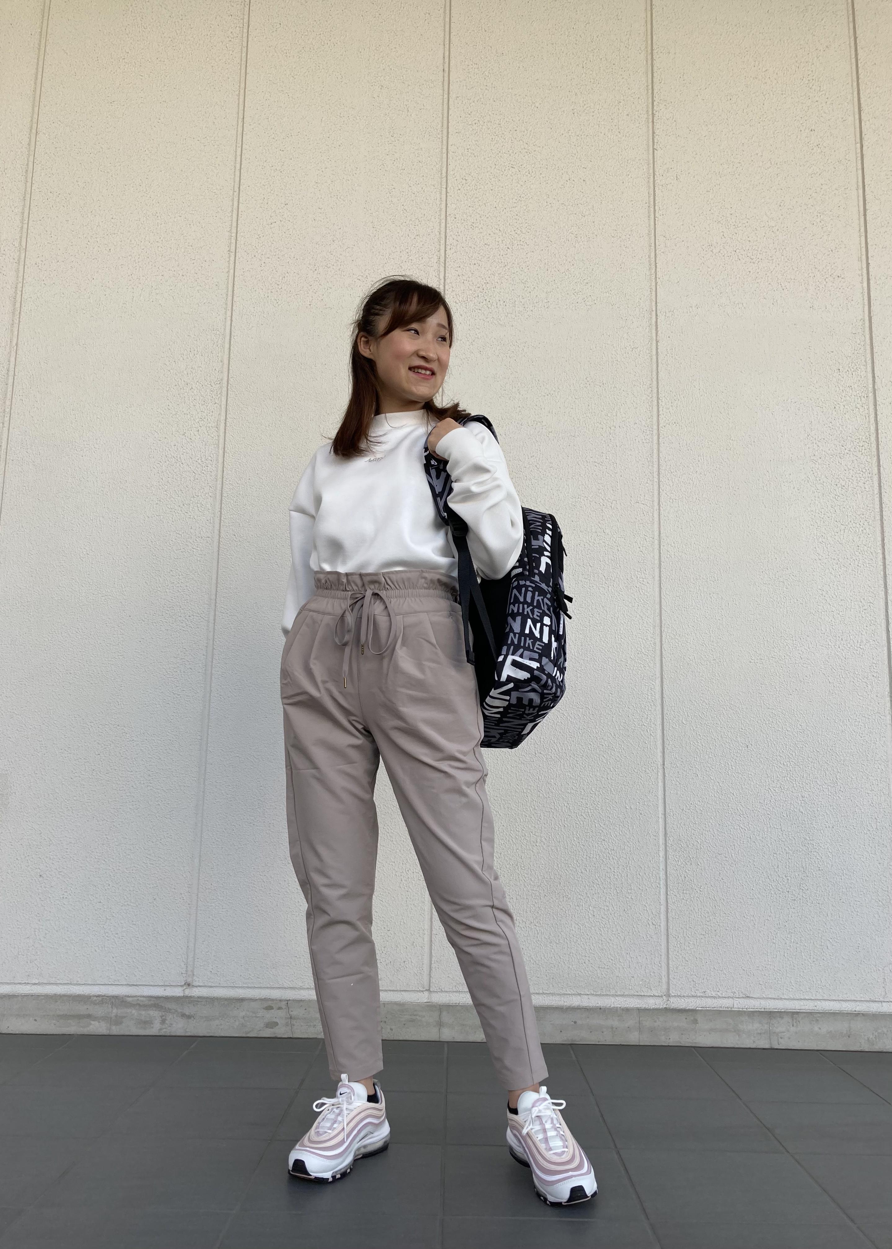 NERGYの【UV】ストレッチタックパンツを使ったコーディネートを紹介します。|Rakuten Fashion(楽天ファッション/旧楽天ブランドアベニュー)1100694