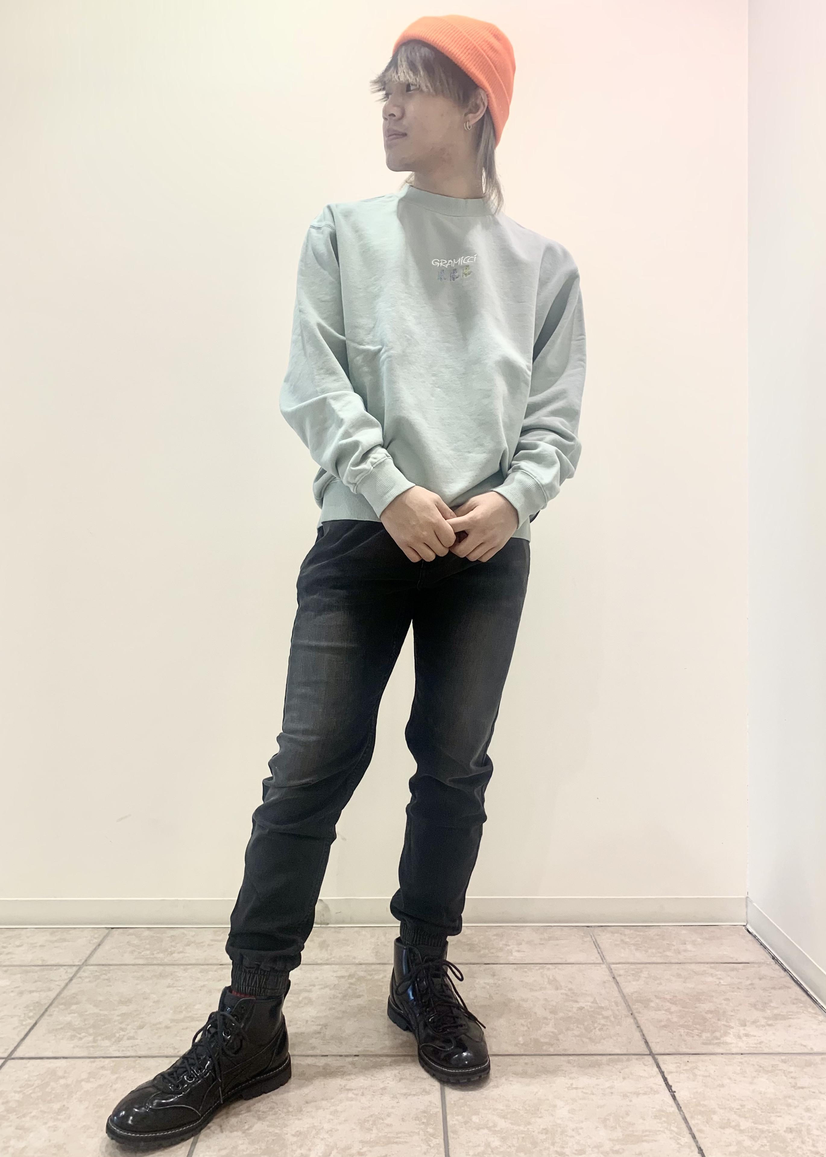JUNRedの【GRAMICCI/グラミチ】別注デニムジョガーパンツを使ったコーディネートを紹介します。|Rakuten Fashion(楽天ファッション/旧楽天ブランドアベニュー)1100975