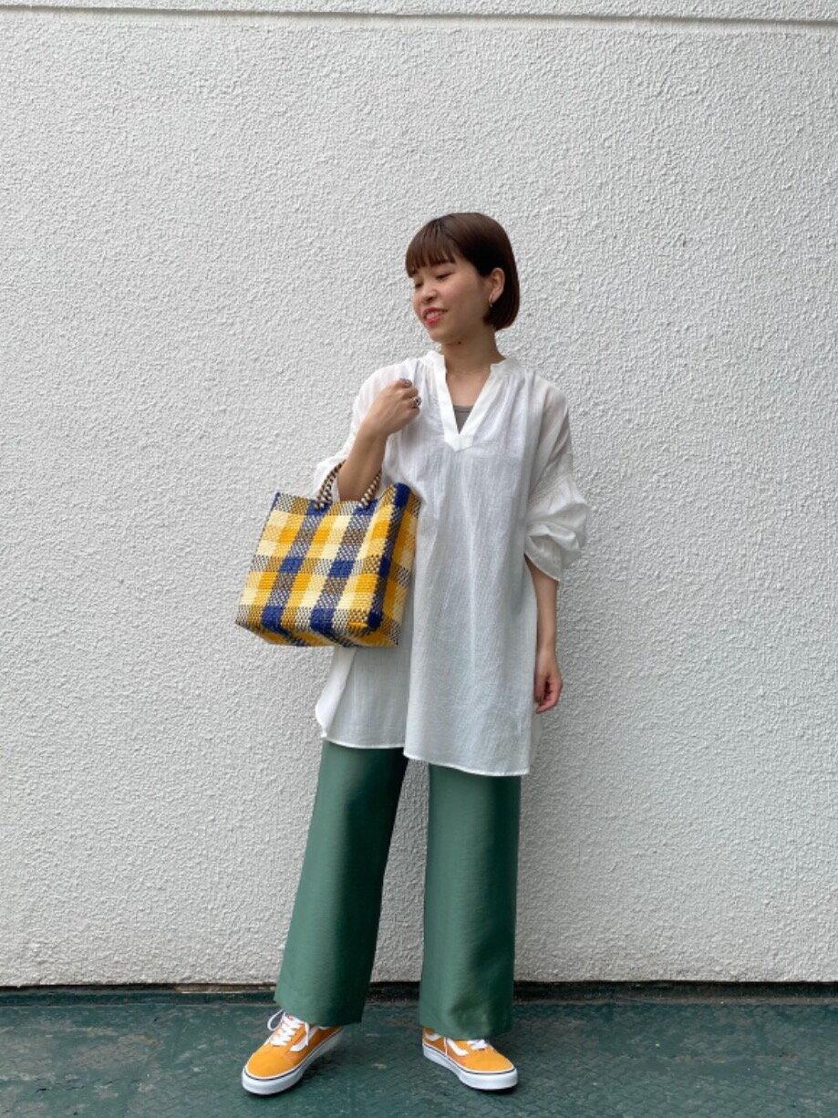 BEAUTY & YOUTH UNITED ARROWSのBY∴ ツイルパッチポケットイージーパンツ -ウォッシャブル-を使ったコーディネートを紹介します。|Rakuten Fashion(楽天ファッション/旧楽天ブランドアベニュー)1103094