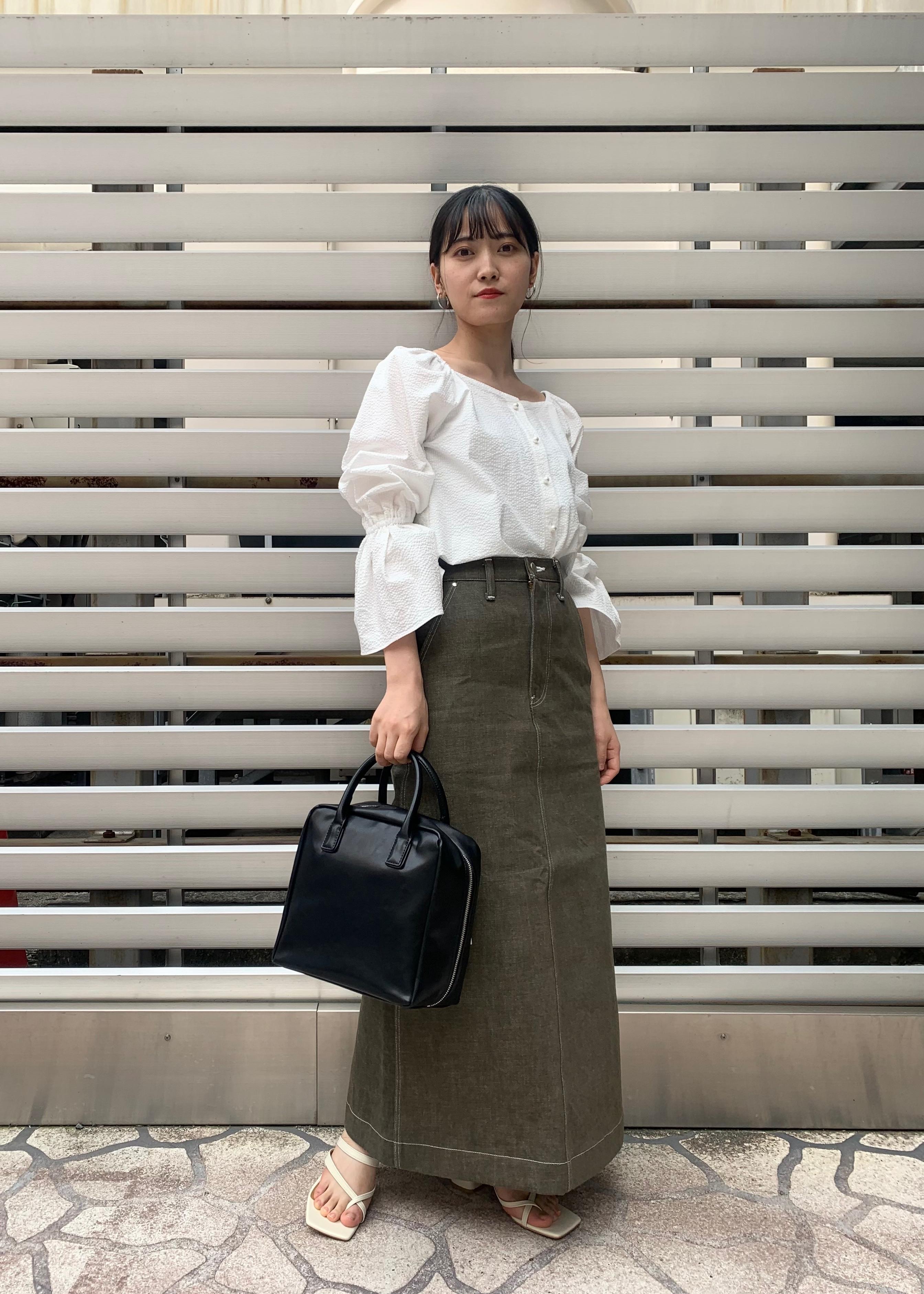 ADAM ET ROPE'の<洗える>【前後2WAY】スクエアネックパフスリーブブラウスを使ったコーディネートを紹介します。|Rakuten Fashion(楽天ファッション/旧楽天ブランドアベニュー)1104809