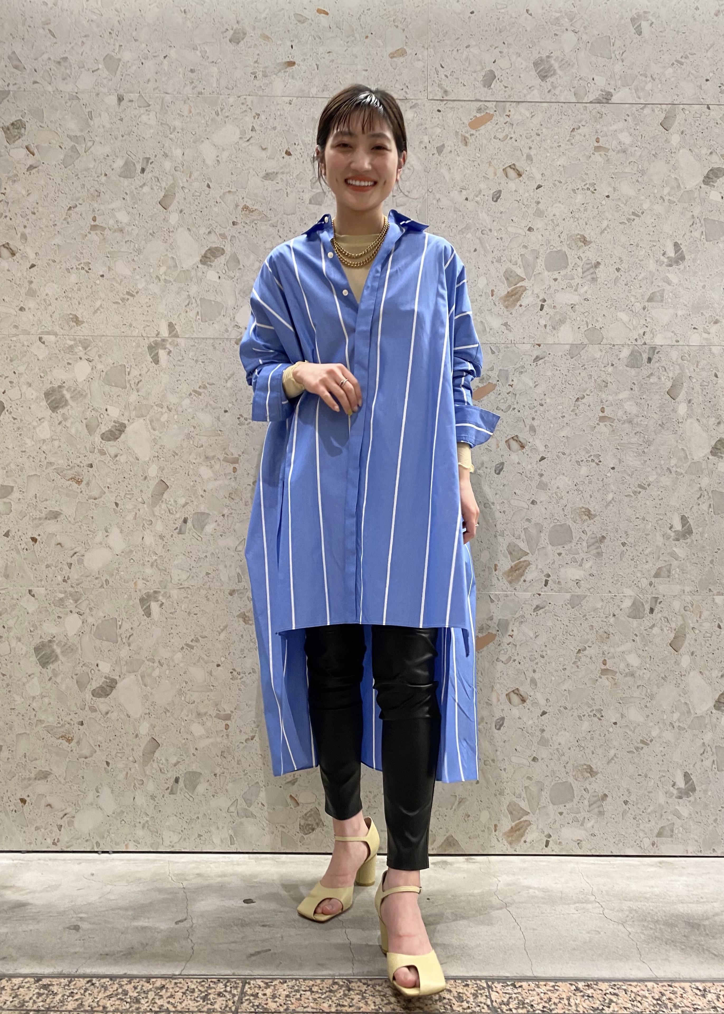 ADAM ET ROPE'の<洗える>ボリュームシルエットシャツワンピースを使ったコーディネートを紹介します。 Rakuten Fashion(楽天ファッション/旧楽天ブランドアベニュー)1104769