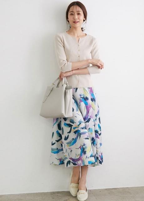 ROPE' PICNICのアーティープリントスカートを使ったコーディネートを紹介します。|Rakuten Fashion(楽天ファッション/旧楽天ブランドアベニュー)1104967
