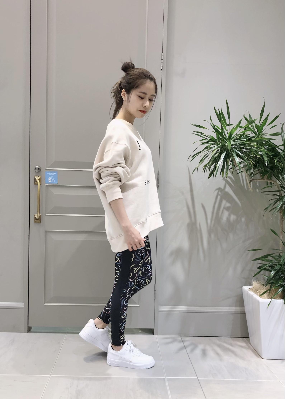 NERGYの【NIKE】ナイキ エア フォース 1 07 エッセンシャル ウィメンズシューズを使ったコーディネートを紹介します。|Rakuten Fashion(楽天ファッション/旧楽天ブランドアベニュー)1094707