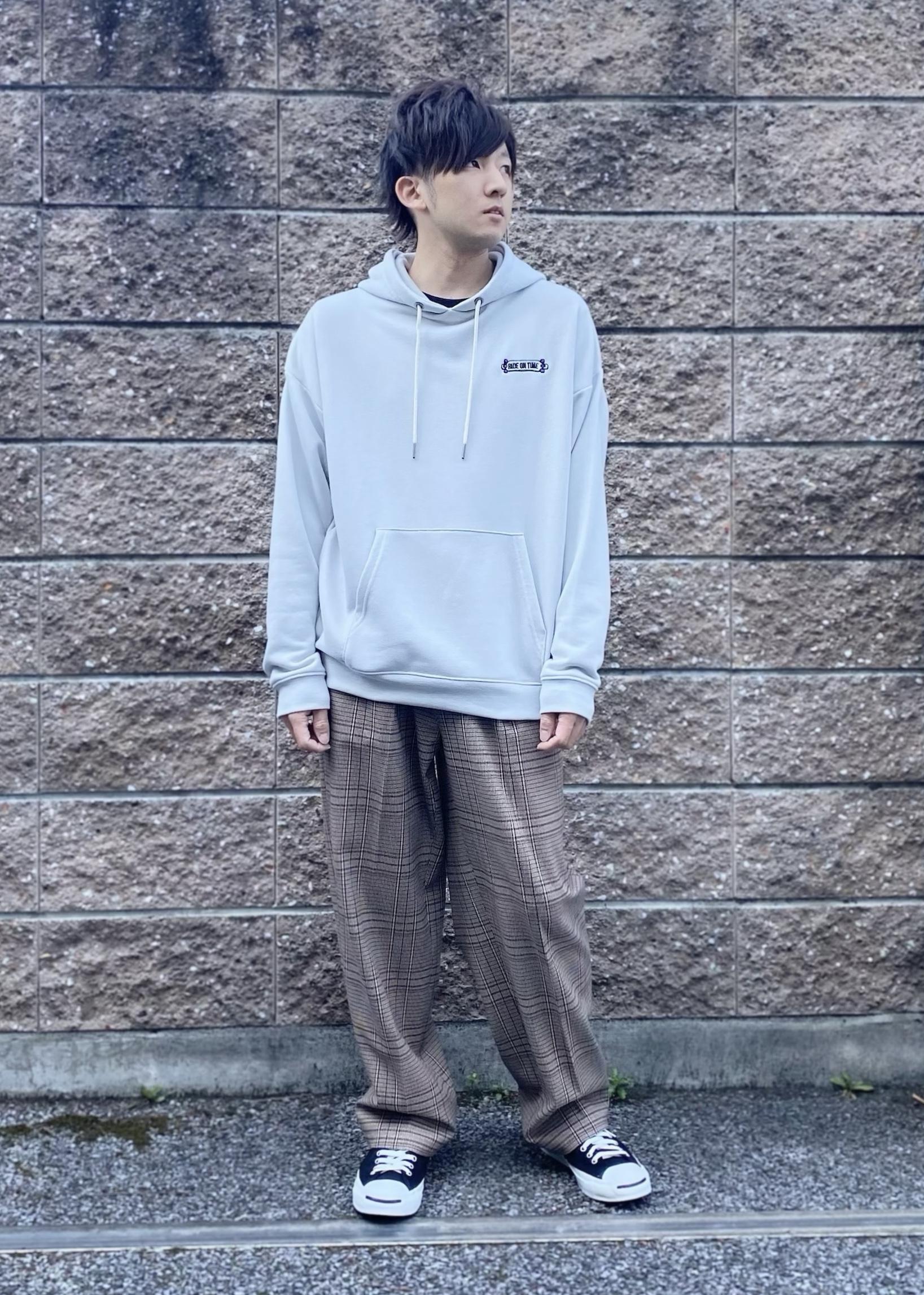 JUNRedのライフスタイルグラフィックプルパーカーを使ったコーディネートを紹介します。|Rakuten Fashion(楽天ファッション/旧楽天ブランドアベニュー)1094734