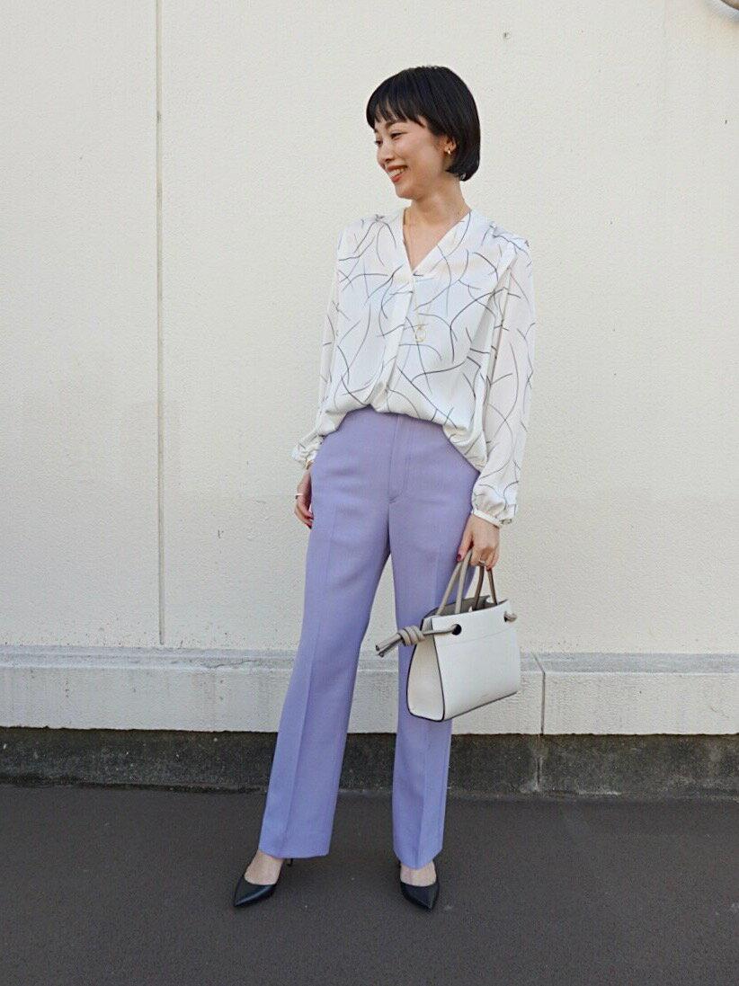 UNITED ARROWSのUBC ラインプリント Vネック ブラウスを使ったコーディネートを紹介します。 Rakuten Fashion(楽天ファッション/旧楽天ブランドアベニュー)1095655
