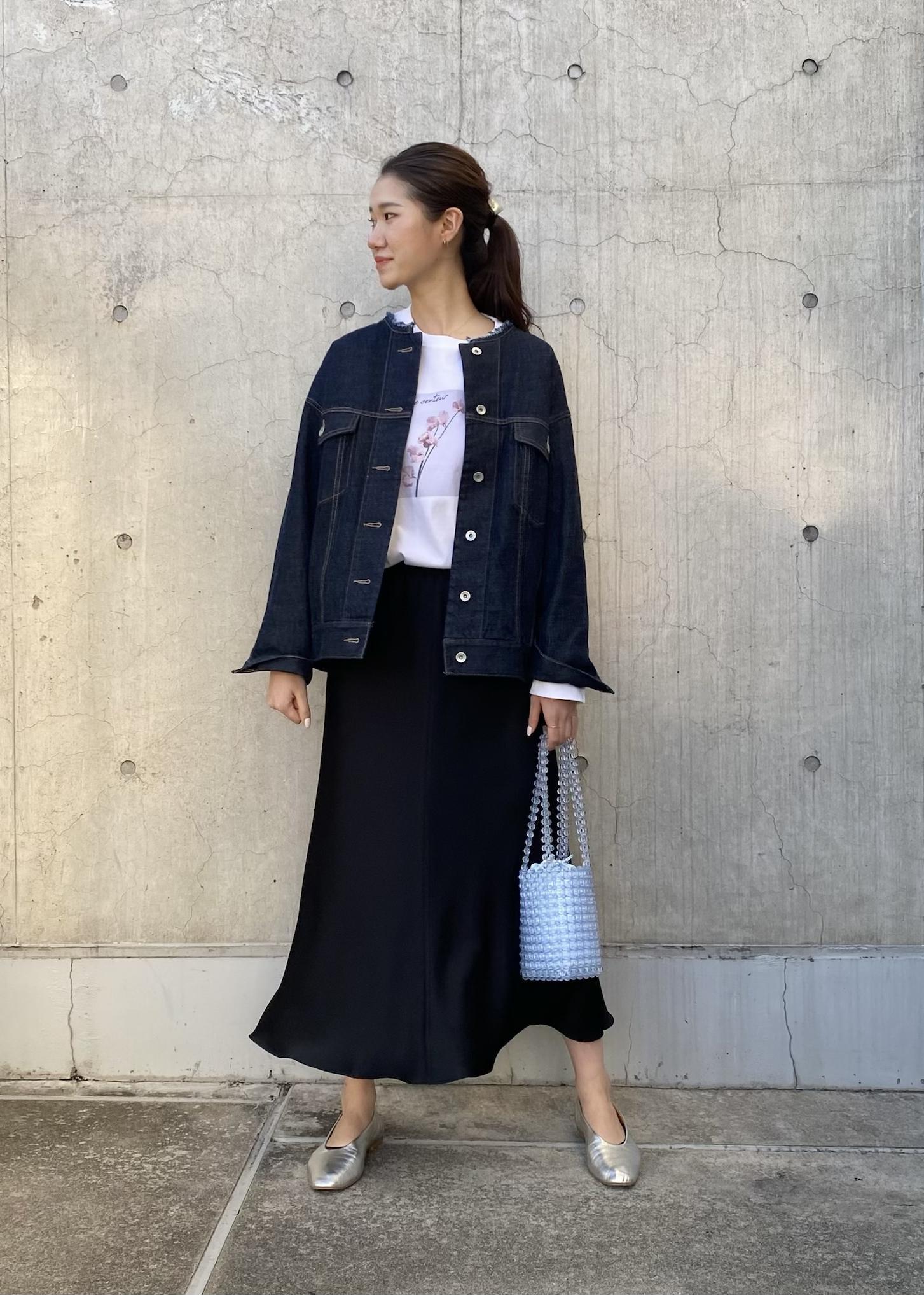 ROPE'のノーカラービッグシルエットデニムジャケットを使ったコーディネートを紹介します。 Rakuten Fashion(楽天ファッション/旧楽天ブランドアベニュー)1096740