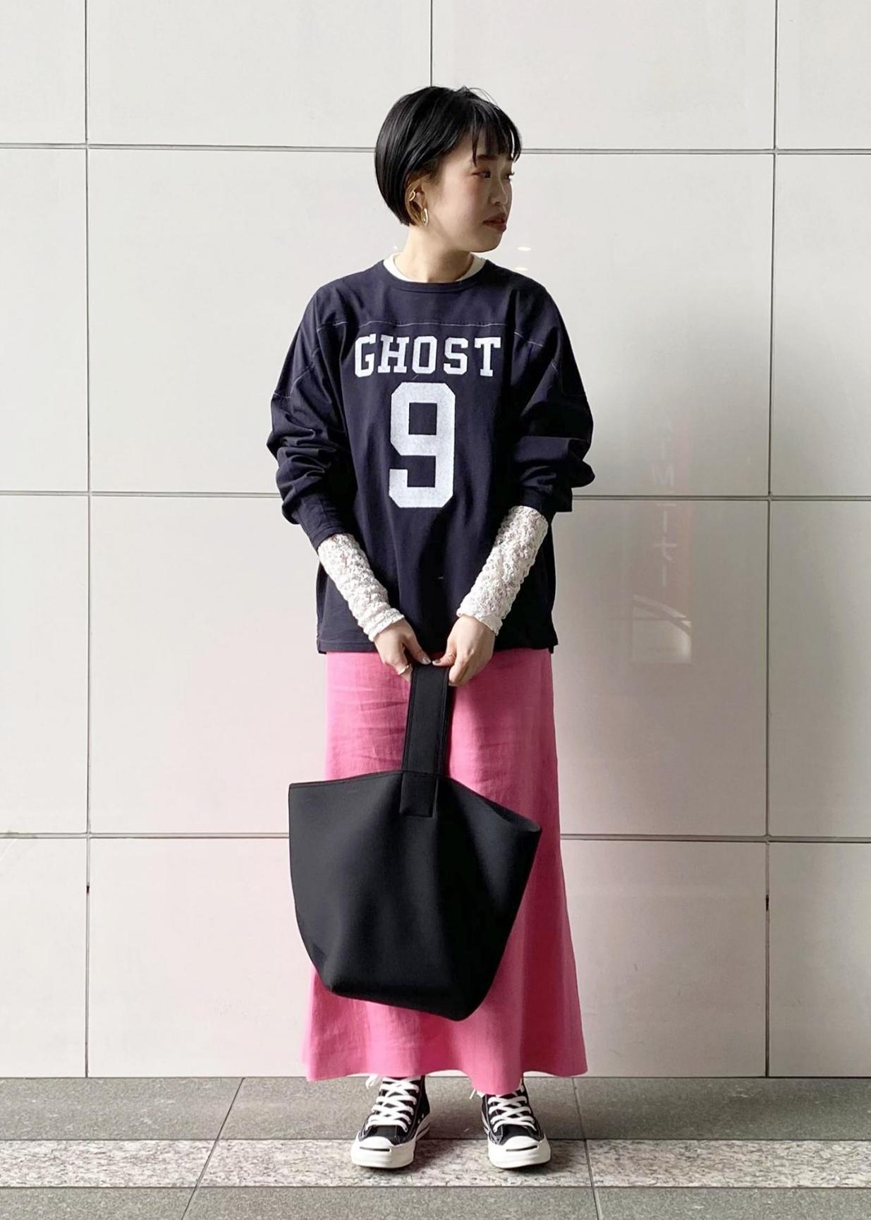 ADAM ET ROPE'のヘビーリネンセミフレアスカートを使ったコーディネートを紹介します。|Rakuten Fashion(楽天ファッション/旧楽天ブランドアベニュー)1097103