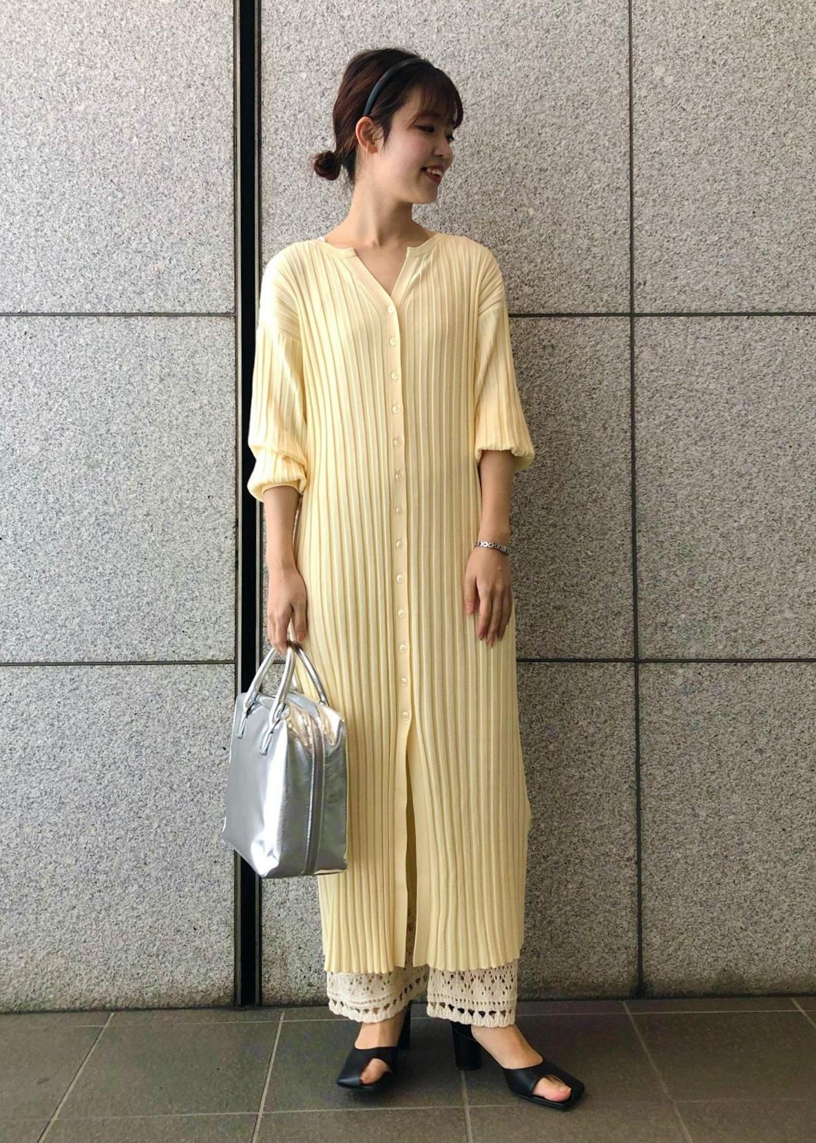 ADAM ET ROPE'のカットアウトスクエアサンダルを使ったコーディネートを紹介します。|Rakuten Fashion(楽天ファッション/旧楽天ブランドアベニュー)1097267