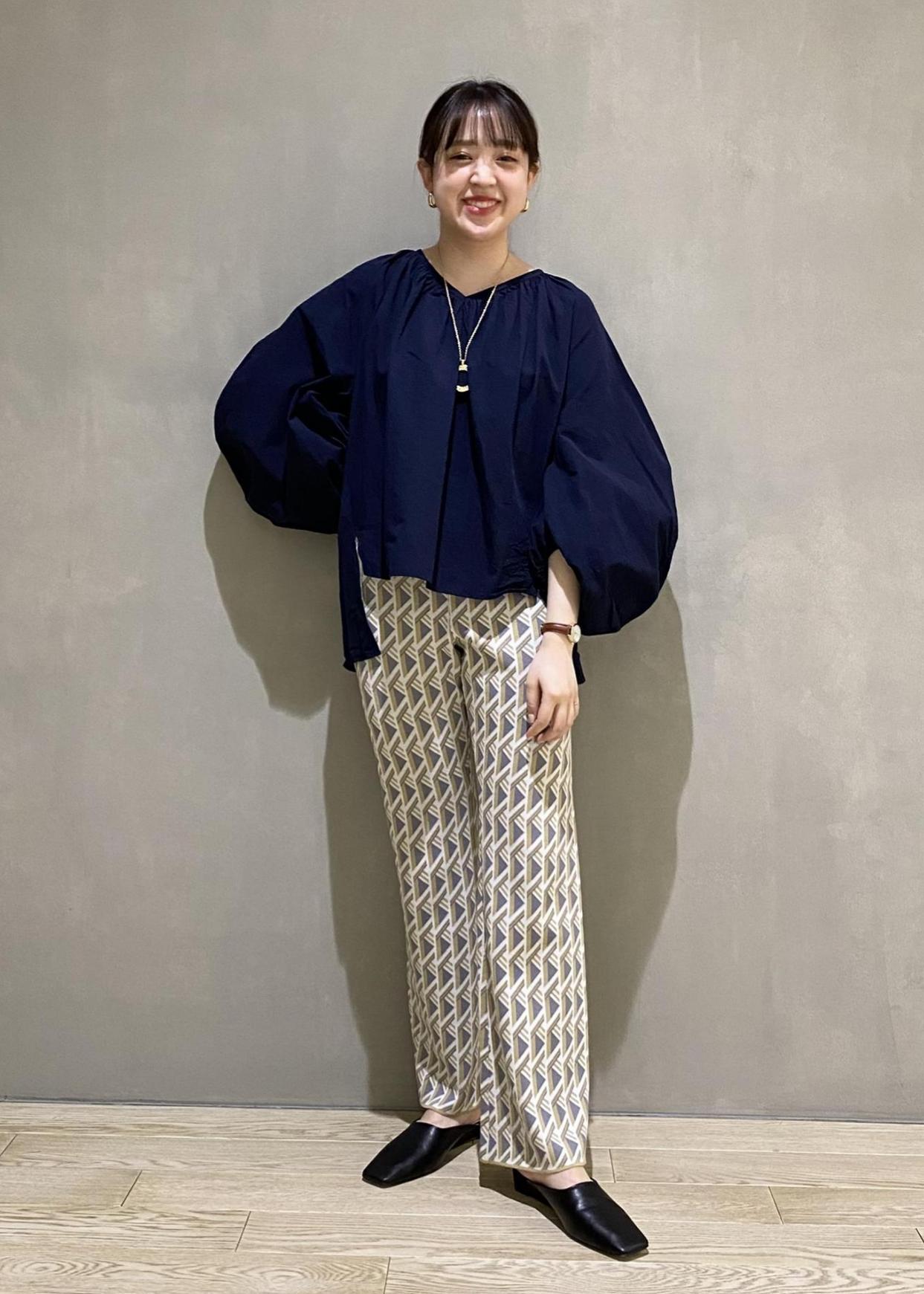 ADAM ET ROPE'のスクエアウェッジヒールミュールを使ったコーディネートを紹介します。|Rakuten Fashion(楽天ファッション/旧楽天ブランドアベニュー)1097362