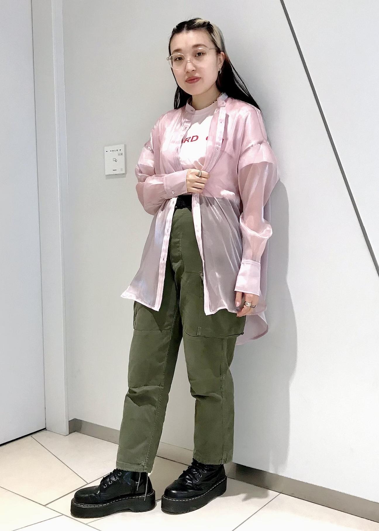 bonjour recordsのシースルー バンドカラーオーバーサイズシャツを使ったコーディネートを紹介します。|Rakuten Fashion(楽天ファッション/旧楽天ブランドアベニュー)1097412