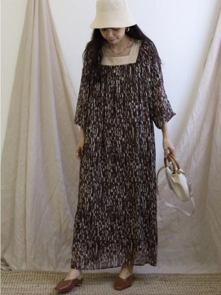 Bou Jeloudの【EC】スクエアネックプリントフレアワンピースを使ったコーディネートを紹介します。|Rakuten Fashion(楽天ファッション/旧楽天ブランドアベニュー)1091772