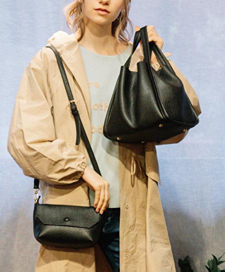 UN BILLIONの(L)カシュカシュ cachecache / ミニショルダー付きソフトレザー調ミニトートバッグを使ったコーディネートを紹介します。 Rakuten Fashion(楽天ファッション/旧楽天ブランドアベニュー)1093461