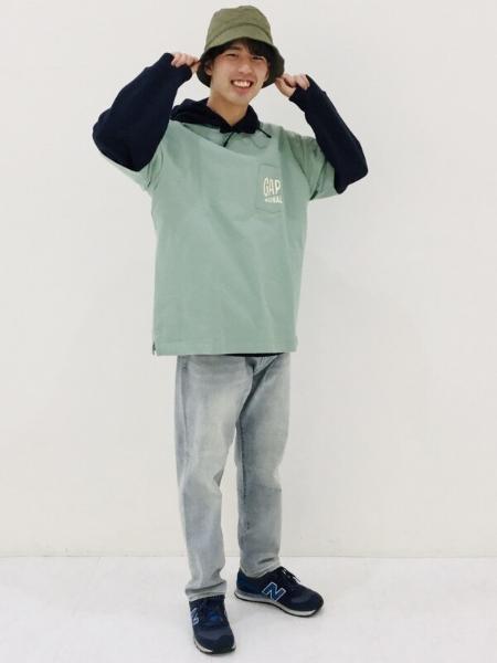 GAPの(M)ライトウォッシュ加工ストレートジーンズを使ったコーディネートを紹介します。|Rakuten Fashion(楽天ファッション/旧楽天ブランドアベニュー)1100579