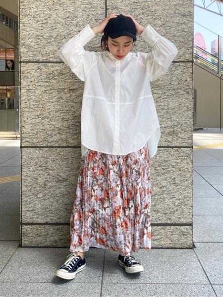 N. Natural Beauty Basic*のバックペプラムバンドカラーシャツを使ったコーディネートを紹介します。 Rakuten Fashion(楽天ファッション/旧楽天ブランドアベニュー)1102077