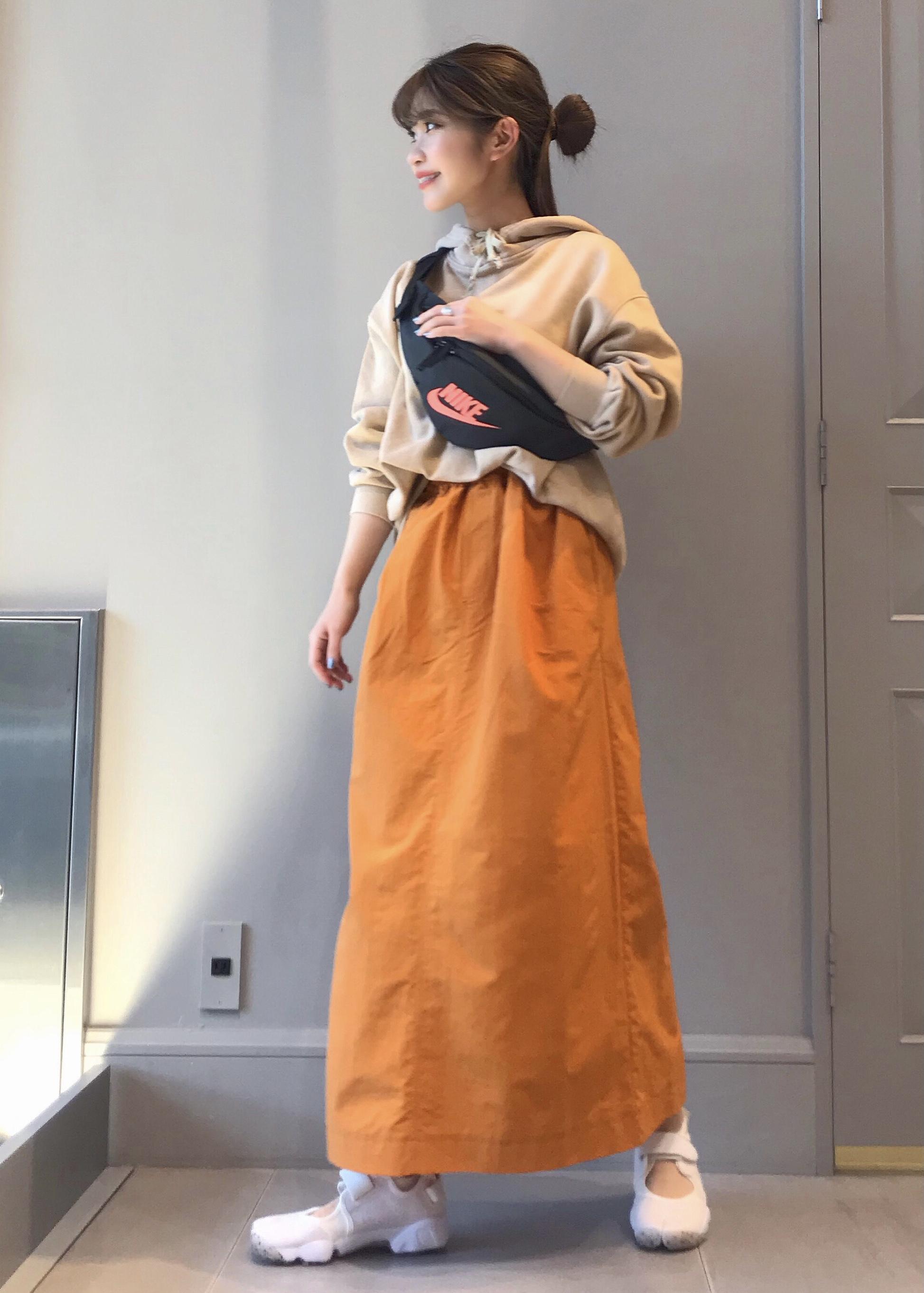 NERGYのナイロンロングスカートを使ったコーディネートを紹介します。 Rakuten Fashion(楽天ファッション/旧楽天ブランドアベニュー)1108897