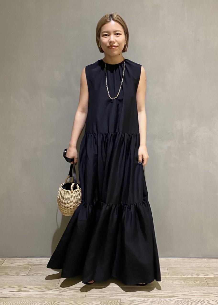 ADAM ET ROPE'のレザーストラップカゴポシェットを使ったコーディネートを紹介します。|Rakuten Fashion(楽天ファッション/旧楽天ブランドアベニュー)1116392