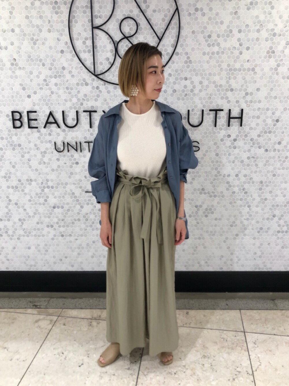 BEAUTY & YOUTH UNITED ARROWSのBY TRADITIONAL 麻カシュクールレギュラーシャツ -2WAY-を使ったコーディネートを紹介します。|Rakuten Fashion(楽天ファッション/旧楽天ブランドアベニュー)1117032