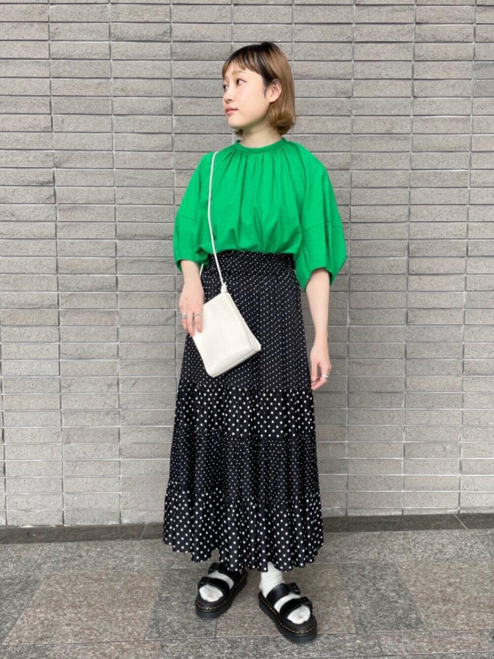 BEAUTY & YOUTH UNITED ARROWSのBY∴ コットンボイルギャザーボリューム6分袖ブラウス -ウォッシャブル-を使ったコーディネートを紹介します。|Rakuten Fashion(楽天ファッション/旧楽天ブランドアベニュー)1117041