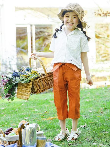 BRANSHESのウエストリボンクロップドパンツを使ったコーディネートを紹介します。|Rakuten Fashion(楽天ファッション/旧楽天ブランドアベニュー)1108104