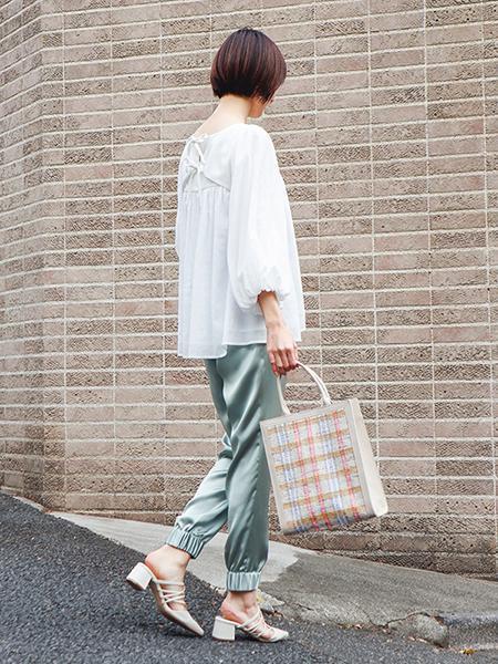 The Virgniaのスクエアボリュームスリーブブラウスを使ったコーディネートを紹介します。|Rakuten Fashion(楽天ファッション/旧楽天ブランドアベニュー)1108366