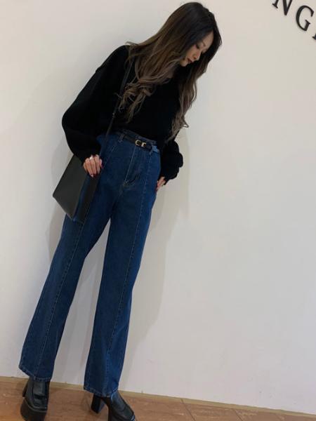 INGNIのセンターシームストレートデニムパンツを使ったコーディネートを紹介します。|Rakuten Fashion(楽天ファッション/旧楽天ブランドアベニュー)1109177