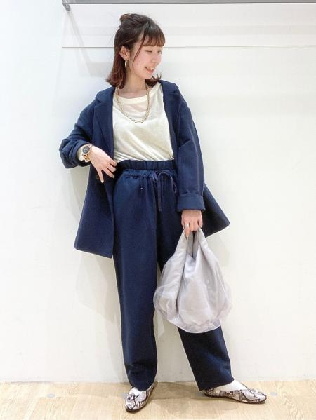 LAKOLEの(W)Vカットギャザーパンプスを使ったコーディネートを紹介します。|Rakuten Fashion(楽天ファッション/旧楽天ブランドアベニュー)1109545