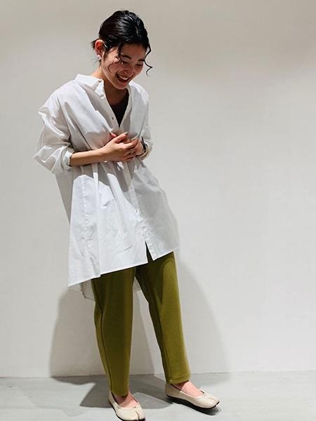 COMME CA ISMの【一部店舗限定】 オーバーサイズシャツを使ったコーディネートを紹介します。|Rakuten Fashion(楽天ファッション/旧楽天ブランドアベニュー)1112522