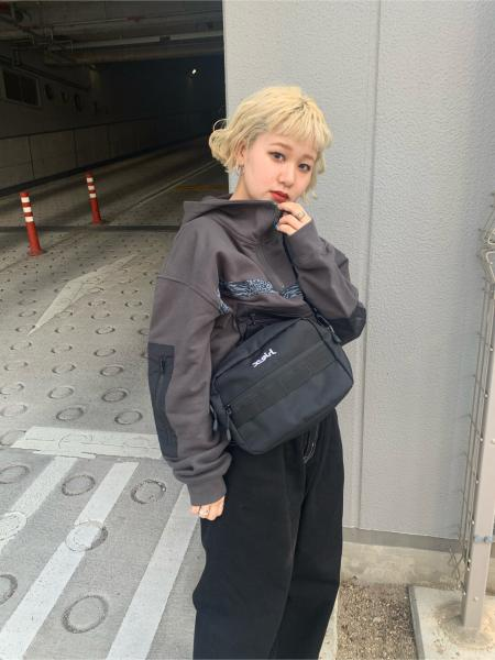X-girlのMILLS LOGO SHOULDER BAGを使ったコーディネートを紹介します。|Rakuten Fashion(楽天ファッション/旧楽天ブランドアベニュー)1113419
