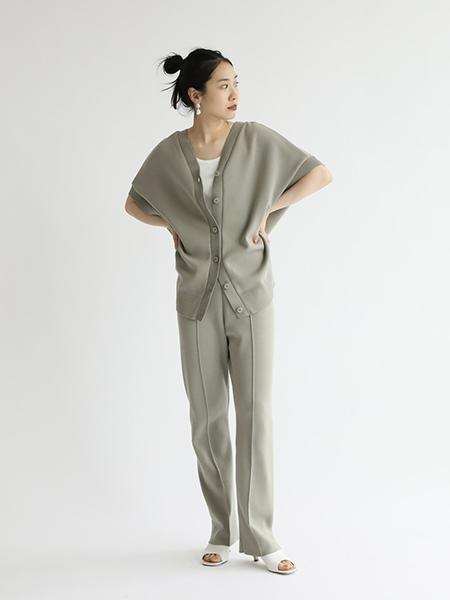 FRAMeWORKのコットンポリセンターシームパンツ◆を使ったコーディネートを紹介します。|Rakuten Fashion(楽天ファッション/旧楽天ブランドアベニュー)1113953